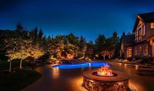 نورپردازی استخر در شب